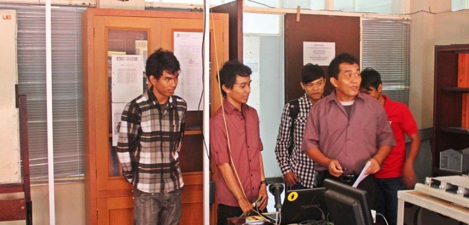 Mahasiswa Teknik Elektro UBH Bangun Sistem E-Library dengan Barkode