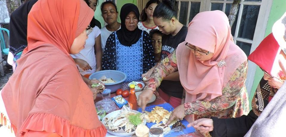 Dosen Teknik Kimia UBH Latih Masyarakat Purus Mengolah Bahan Pangan