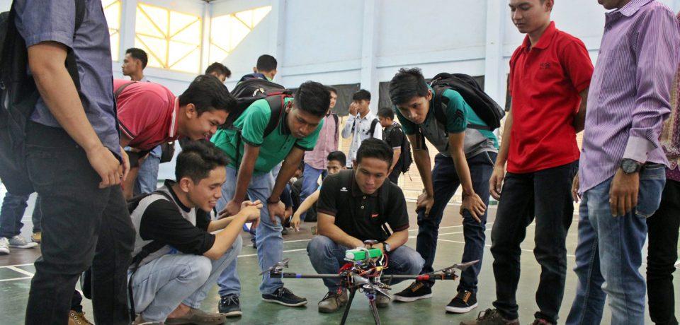 Jurusan Teknik Mesin Universitas Bung Hatta Sosialisasikan Teknologi Drone