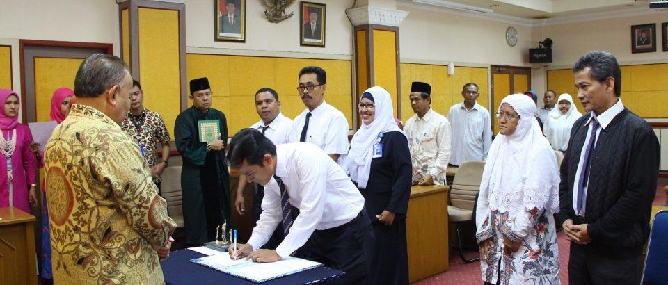 Rektor Universitas Bung Hatta Lantik Kajur dan Sekjur FE, FKIP dan FTI