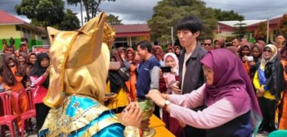 Sosialisasi Sekolah Adiwiyata oleh Tim PKM Universitas Bung Hatta dan Mahasiswa Student Exchange dari Gifu University
