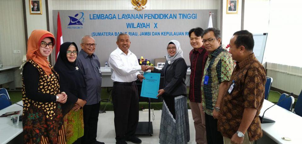 Penyerahan SK Guru Besar Prof. Dr. Eng. Reni Desmiarti, S.T., M.T., di LLDIKTI Wilayah X