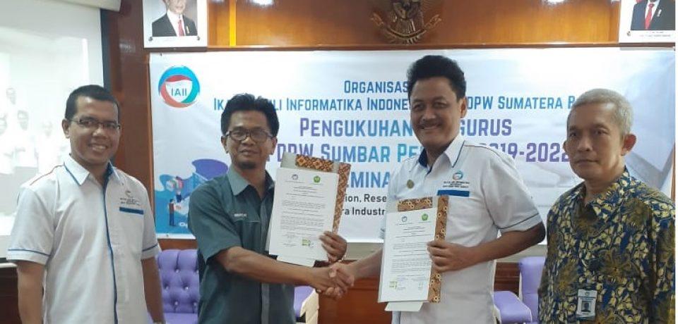 MoU antara Dekan FTI Univ. Bung Hatta dan Asossiasi Profesi Informatika Indonesia