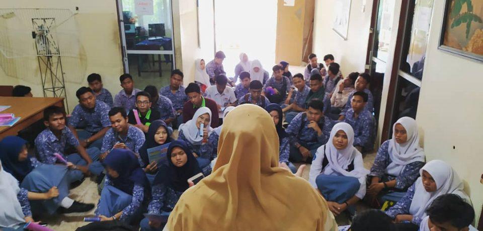 FTI Univ. Bung Hatta Bangkitkan Semangat Siswa SMK N 8 Padang Melanjutkan Kuliah
