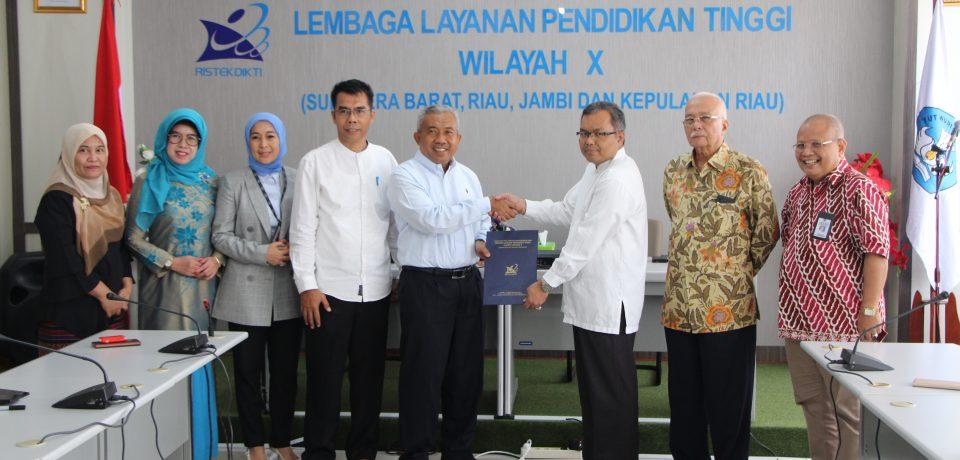 Kepala LLDikti Wilayah X Serahkan SK Guru Besar kepada Prof. Dr. Hendra Suherman, S.T, M.T., Guru Besar di Bidang Teknik Mesin FTI Universitas Bung Hatta