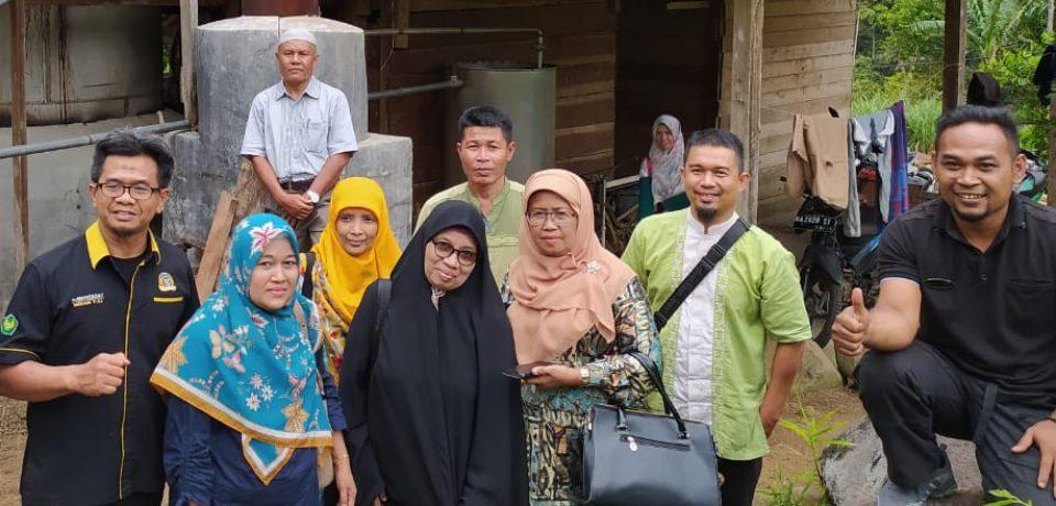 Pusyantek FTI Universitas Bung Hatta Kunjungi Kelompok Pengusaha Minyak Serai Wangi Pasaman Barat