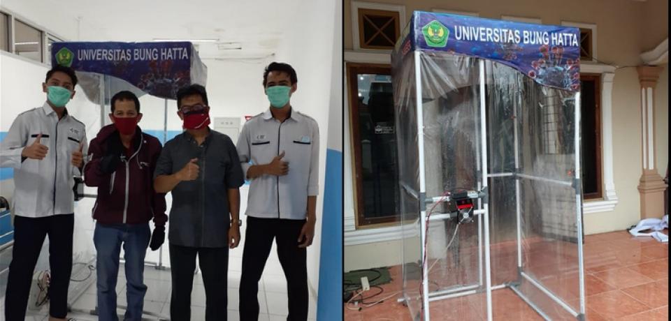 TIM Covid-FTI Universitas Bung Hatta Serahkan Bantuan Bilik Disinfektan Plus ke RSUP M.Jamil Padang